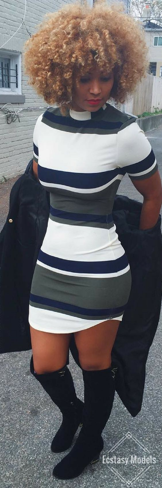 Girls Night Vibe // Dress by  @Lulus // Fashion & Natural Hairstyle by Rene Daniella