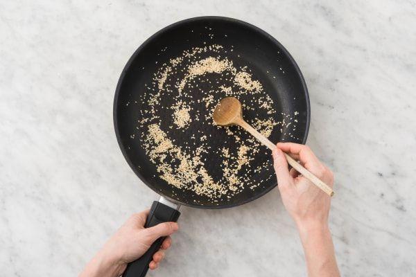 Nudelpfanne mit Zitronengras Kokosmilch, Champignons, Paprika und Ingwer