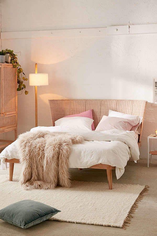 Best 25 japanese platform bed ideas on pinterest for Urban home beds
