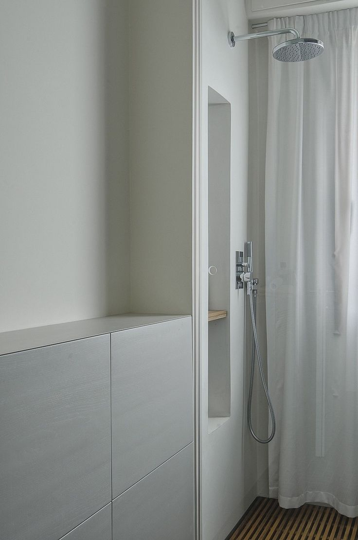 Contemporary condo bath modern bathroom chicago by jill jordan - Find This Pin And More On Bathroom Modern Design Pisa Apartment By Sundaymorning