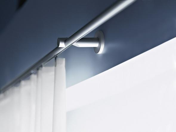 Flächenvorhänge, Lamellen oder Rollos – Sicht- und Lichtschutz wird gestalterisch immer reizvoller. Wir zeigen wohnliche Systeme, die es nach Maß und von der Stange gibt. Plus: Expertentipp und clevere Technik für Vorhänge.