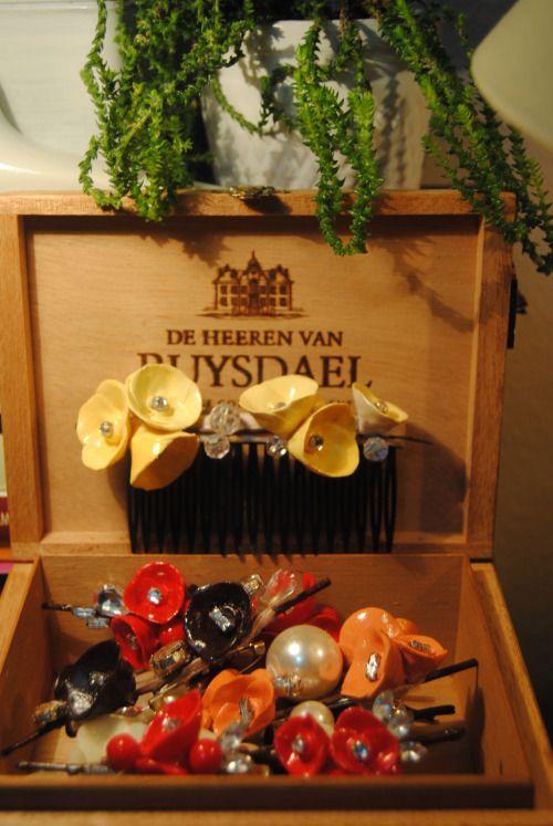 on:  https://www.facebook.com/mrs.mimosa/ #MrsMimosa #colorful #pins #accessories #womaninred  #brooches #pins #handmade #yakaiğneleri #elyapımı #broşlar #bijoux #bijüteri #redflowers #japaneseflowers