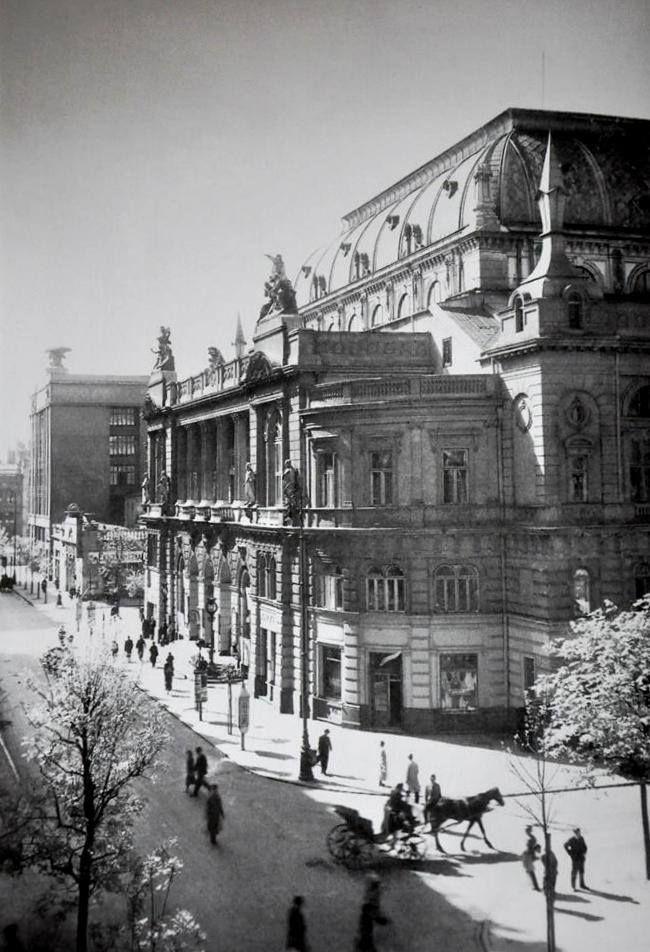 Ulica Jasna z Warszawską Filharmonią ,destroyed.