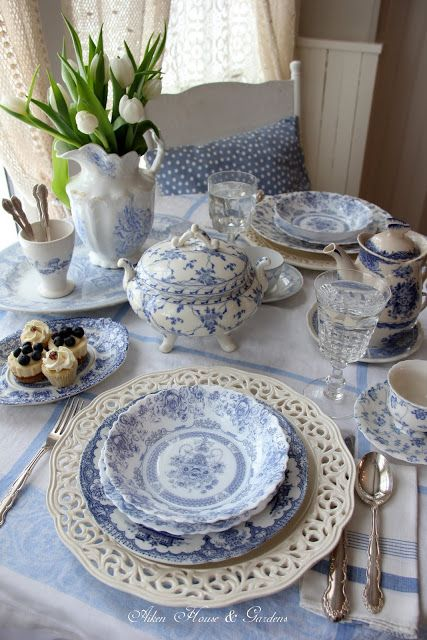 Aiken House & Gardens: Blue & White Transferware Lunch