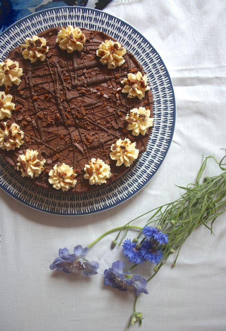 Chocolate Diam Bar Cheesecake  // www.scarletscorchdroppers.com