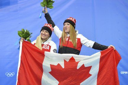 Kaillie Humphries et Heather Moyse sont nommées porte-drapeau du Canada | Sotchi 2014, médaille d'or en bobsleigh à deux. Kaillie Humphries and Heather Moyse will be the flag bearers for Canada at the closing cérémonies. They win gold in bobsleigh