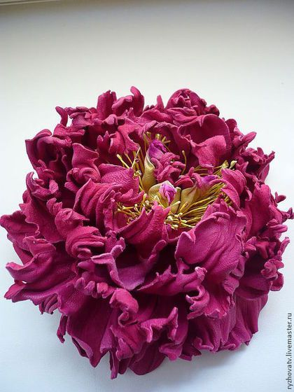 Броши ручной работы. Ярмарка Мастеров - ручная работа цветы из кожи. брошь-пион.. Handmade.