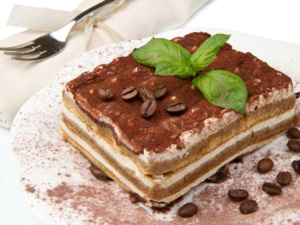 Tiramisù di sfoglia. La ricetta qui -------> http://www.petitchef.it/ricette/dessert/tiramisu-di-sfoglia-fid-1546490