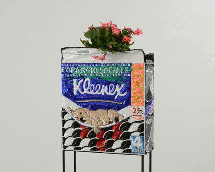 Kleenex Flower Pot, coraggio sociale 2012, paillettes cucite su tela. Courtesy Studio la Città (c)Michele Alberto Sereni