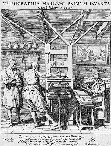 De wetenschappelijke revolutie bereikte mensen via de boekdrukkunst. In de Middeleeuwen was dit zwaar monnikenwerk, maar in de 17e eeuw is de drukpers uitgevonden door Johannes Gutenberg die onder andere de Bijbel liet afdrukken.