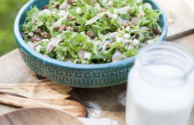 Salade van krulandijvie met West-Vlaamse gerookte sprot, Hoeveschapenkaas uit de…