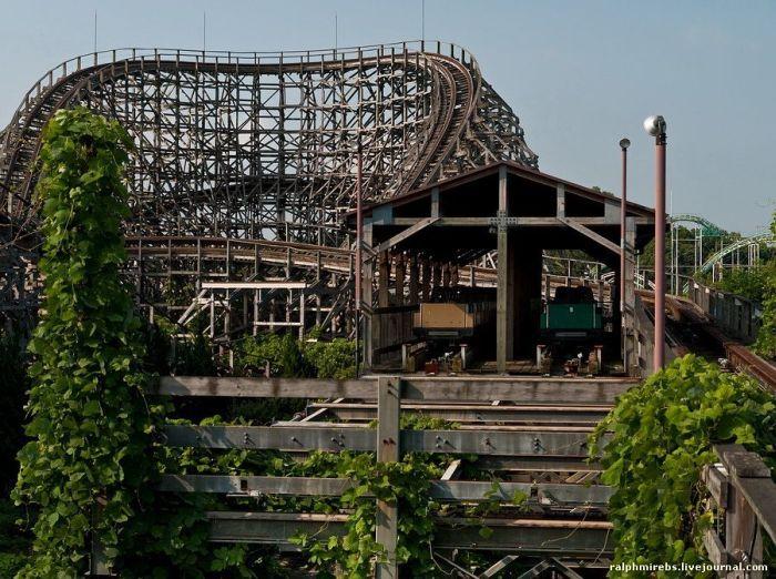 abandoned amusement parks   Abandoned Amusement Park in Japan