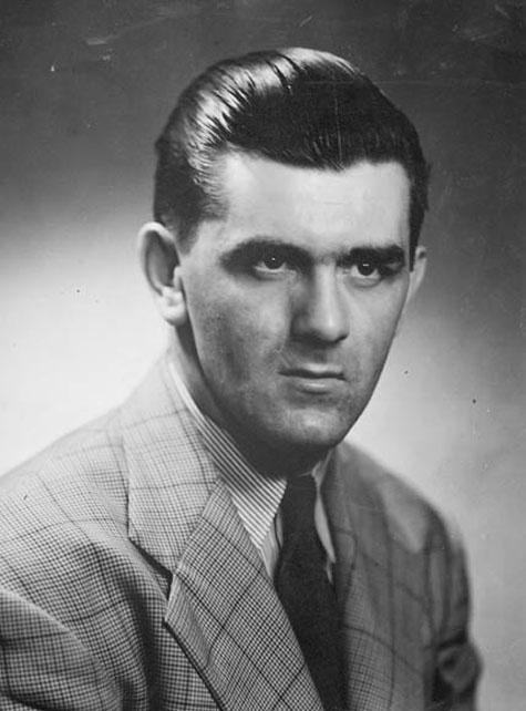 Joseph Henri Maurice Richard (1921-2000) surnommé le Rocket, est un joueur de hockey sur glace professionnel québécois. En tant que membre des Canadiens de Montréal de la Ligue nationale de hockey (LNH) de 1942 à 1960, il est l'ailier droit de la Punch Line avec Elmer Lach au centre et Hector «Toe» Blake à l'aile gauche. Il a permis à son équipe de remporter 8 Coupes Stanley, dont 5 de suite, de 1955 à 1959. Il est le premier joueur à marquer 50 buts en 50 matchs lors de la saison 1944-1945.