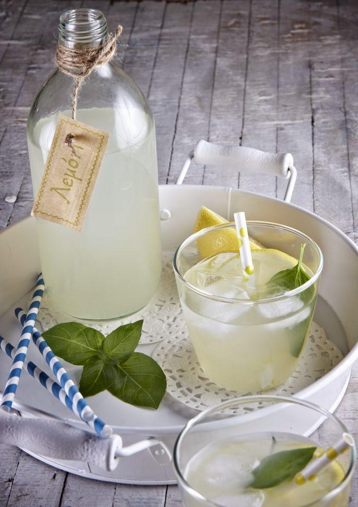 Η δίαιτα των μονάδων: Λεμονάδα με στέβια και βασιλικό