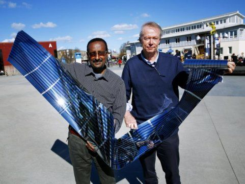 #SOLAR #SWD #GREEN2STAY  Cheap, efficient and flexible solar cells: New world record for fullerene-free polymer solar cells Date: April 19, 2016 Source: Linköping University Summary: Polymer solar cells can be even cheaper and more reliable thanks to a new breakthrough. This work is about avoiding costly and unstable fullerenes.
