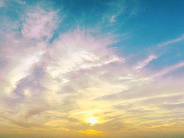 Reposting @jennifermamaril: Wish you a happy, healthy and harmonious 2018 😊💕💗🎉 ___________________________ #love #life #light #happy #monday #happynewyear #bestoftheday #sky #clouds #sunrise #sunset #sunrise_and_sunsets #sunrise_sunsets_aroundworld #sunrise_sunset_photogroup #sunsetporn #sunsetlovers #kingsunset #ig_sunset #sunsetlover #best_sunset #ig_sunset_lovers #likesunset #bestsunset #lovesunset #bestsunset_shots #acolorstory #colorlove #embrace_sunset #makesunsetlove #makemoments