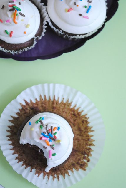 Skinny} Frozen Hot Chocolate Cupcakes | Something Swanky