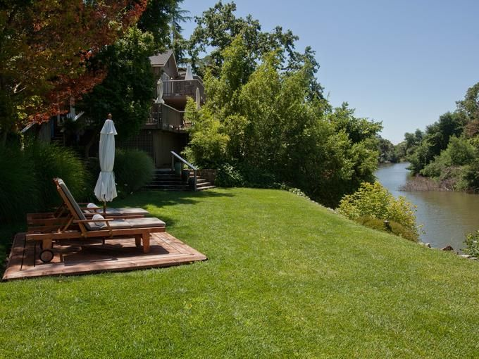 Milliken Creek Inn and Spa, Napa: Located right on the banks of the Napa River, the Milliken Creek Inn is one of the swankier hotel options in Napa. All 12 rooms are supreme, with stunning views; some have working fireplaces and four-poster canopy beds.