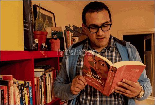 El egipcio, nombrado el traductor más joven del país, pelea con una sordera congénita, trabaja en un call center...