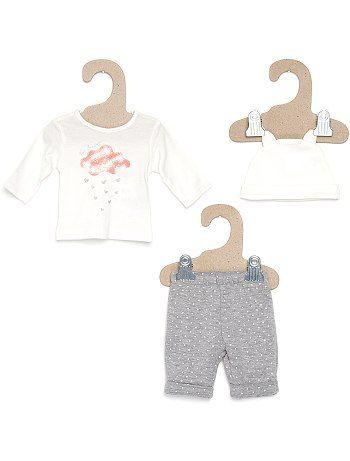 Tuta 3 pezzi Neonata 9,99€ Completini Il massimo! Tuta 3 pezzi per bebè: morbidi pantaloni in jersey foderati in tessuto felpato, maglia maniche lunghe e berretto. Pantal