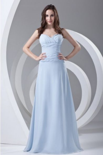 Une superbe robe bleue de soirée. #robedesoire #dress #robe #robebleue