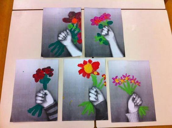 Hand kopieren und Blumenstrauß dazu malen: