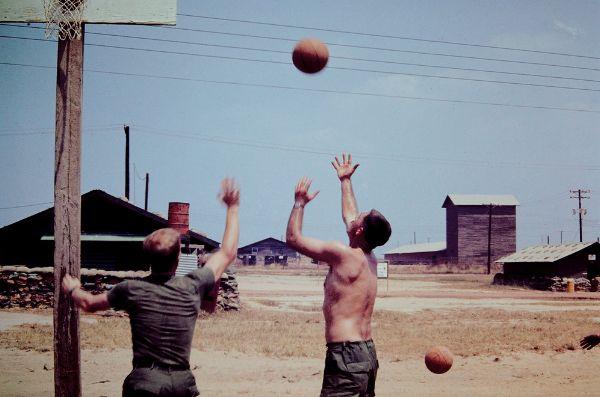 Kendra Rennick collectionne des photos non-publiées de la guerre du Vietnam | The Creators Project