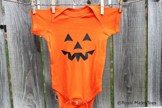 This adorable Halloween pumpkin baby bodysuit is ready to be worn by the baby or toddler in your life! It would make a great Halloween costume or