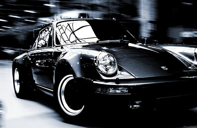 Louise from The Beach House on Barcelona's HOT Crowd drives a classic metallic green 911 from 1984 and my word, does she look great driving this lil vintage!