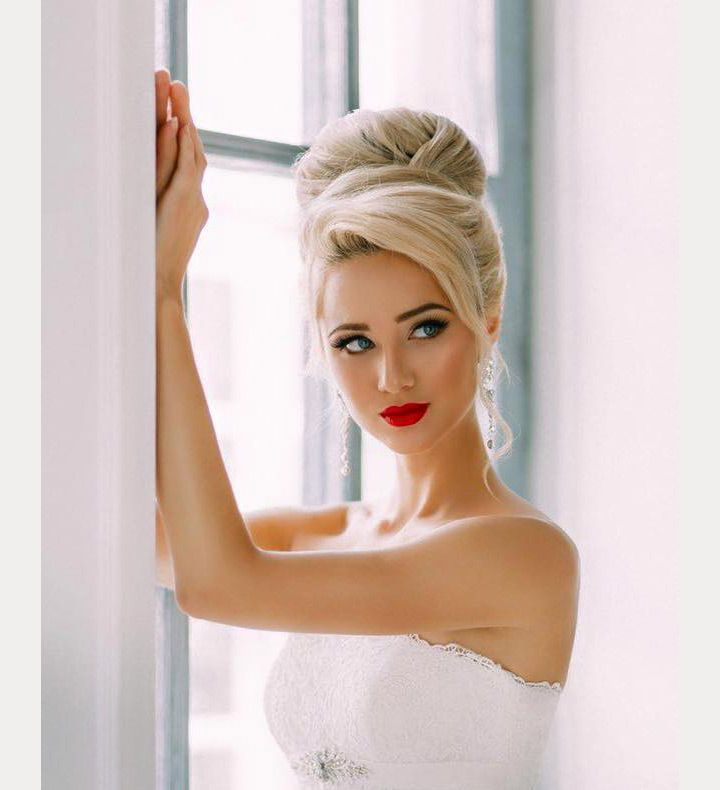 high bridal bun with softly sideswept bang  ~  we ❤ this! moncheribridals.com