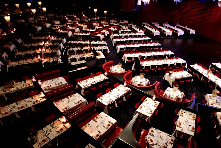 Salle de spectacle du Lido de Paris.