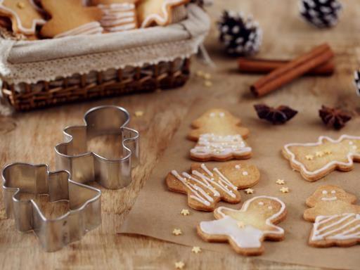 muscade, gingembre, oeuf, sucre en poudre, clou de girofle, farine, beurre, sucre de canne, cannelle, miel