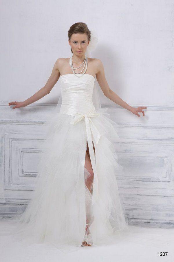Model 1207 | Pracownia Sukien Ślubnych Poznań - Jolanta Duda-KoprowskaZapraszamy na przymiarki naszych sukienek w pracownii. Znajdziecie tu #tiulowe# #koronkowe# #muslinowe# i inne, zawsze #eleganckie# #suknie# #ślubne#