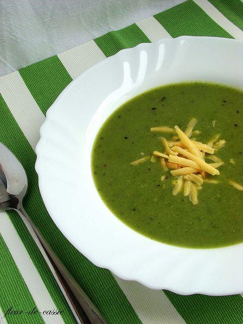 Суп из брокколи с чеддером