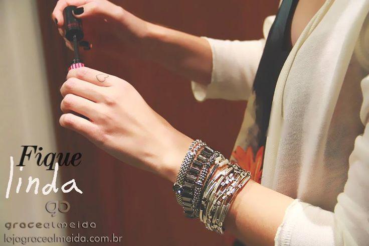 E quem não gosta de se sentir linda??!! Confira nos links as pulseiras do look: http://www.lojagracealmeida.com.br/pulseira-prata-ethical-kaky-caribe.html http://www.lojagracealmeida.com.br/kit-pulseiras-corine.html http://www.lojagracealmeida.com.br/pulseiras/pulseira-prata-bali-diamond.html