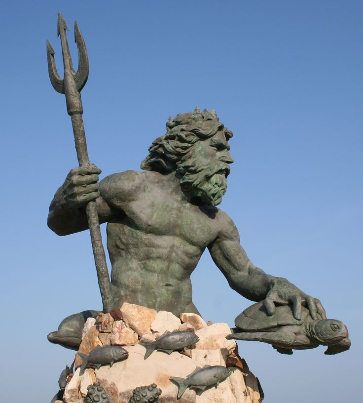 sculpture of Roman god Neptune @ Virigina Beach
