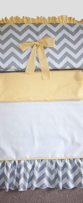 Graue und weiße Zickzack und gelbe Krippe / von