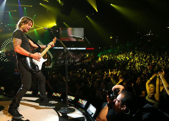 Keith Urban Photos Photos - Musician Keith Urban performs onstage during the iHeartRadio Music Festival at the MGM Grand Garden Arena on September 20, 2013 in Las Vegas, Nevada. - iHeartRadio Music Festival: Day 1