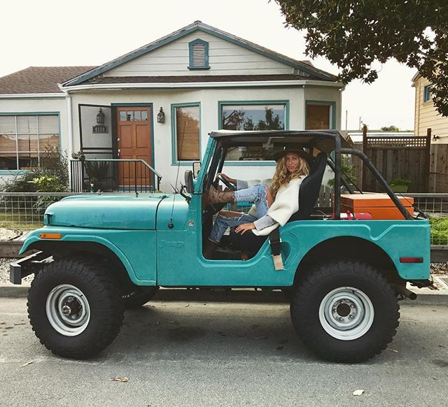 turquoise jeep