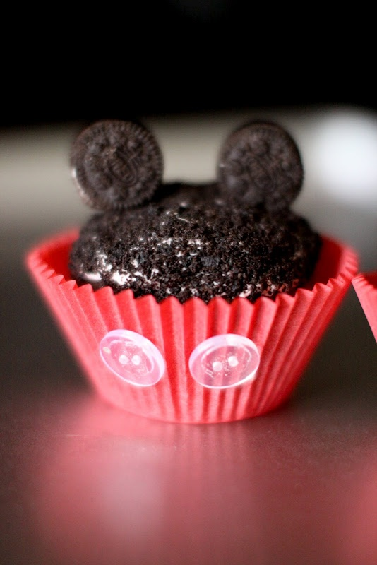 Mickey Mouse Cupcakes ~ love the use of buttons, so cute!