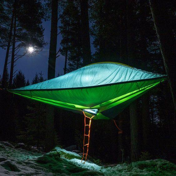 Trilogy – Une tente suspendue qui peut accueillir 6 personnes dans 3 zones séparées pour votre camping