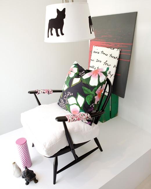 NIB-vinduet: Designhund har dekorert med tekstiler   Tekstileriet   LIVET HJEMME