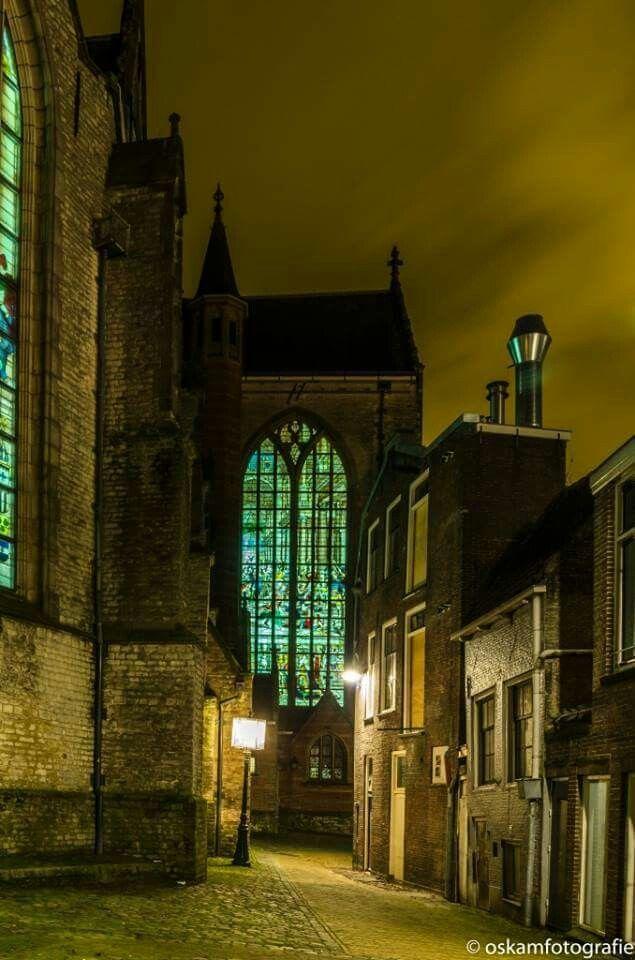 Verlichte ramen van de Sint Janskerk in Gouda