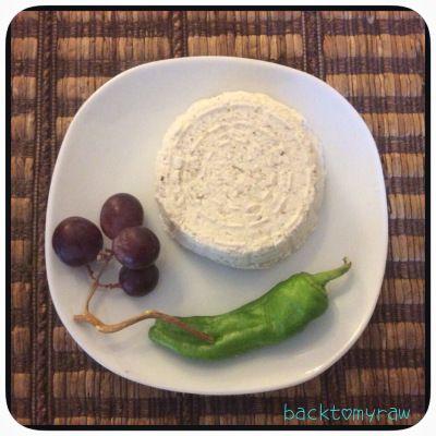 Una delizia per vegani: il formaggio vegetale | backtomyraw
