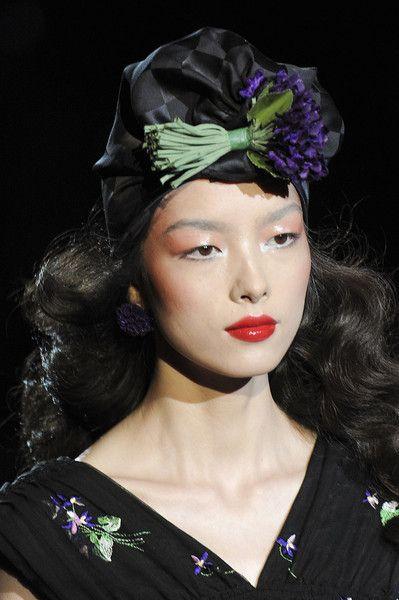 Anna Sui, Spring 2012 rtw detail, BOUQUET HAT