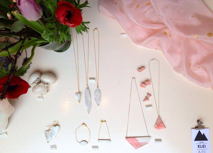 A peek of our valentine window with flowers and silk scarf. Pink & gold handmade ceramic jewelry. www.kleienzij.nl