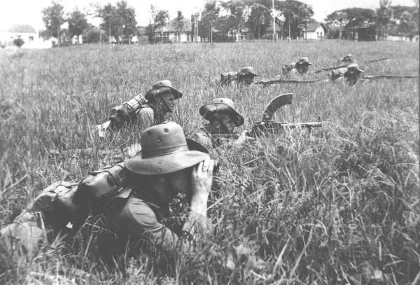 KNIL infantry training in the Netherlands East Indies prior to World War II. The Madsen can be seen in the middle foreground. Behind are troops armed with Mannlicher M95 bolt-action rifles.