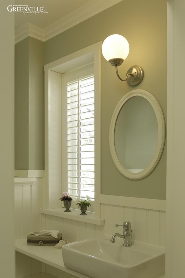 Kleine Gäste WC's kommen mit zurückhaltender Wandfarbe und Greenville-Paneele gut heraus.