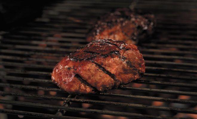 Costillas ahumadas con salsa BBQ de tocino y Bourbon - Emedemujer USA