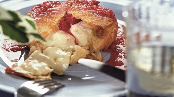 Запеченный сыр с клубничным соусом. Пошаговый рецепт с фото, удобный поиск рецептов на Gastronom.ru